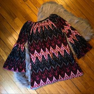 WinWin Dresses - (EUC) Boutique Chevron Bell Sleeve Tunic Dress